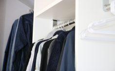 狭小スペースでもOK!収納家具に効率よく服をしまうコツとは?